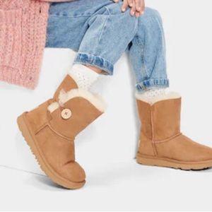 UGG Bailey Button Short Chestnut Big Kid Boots 6